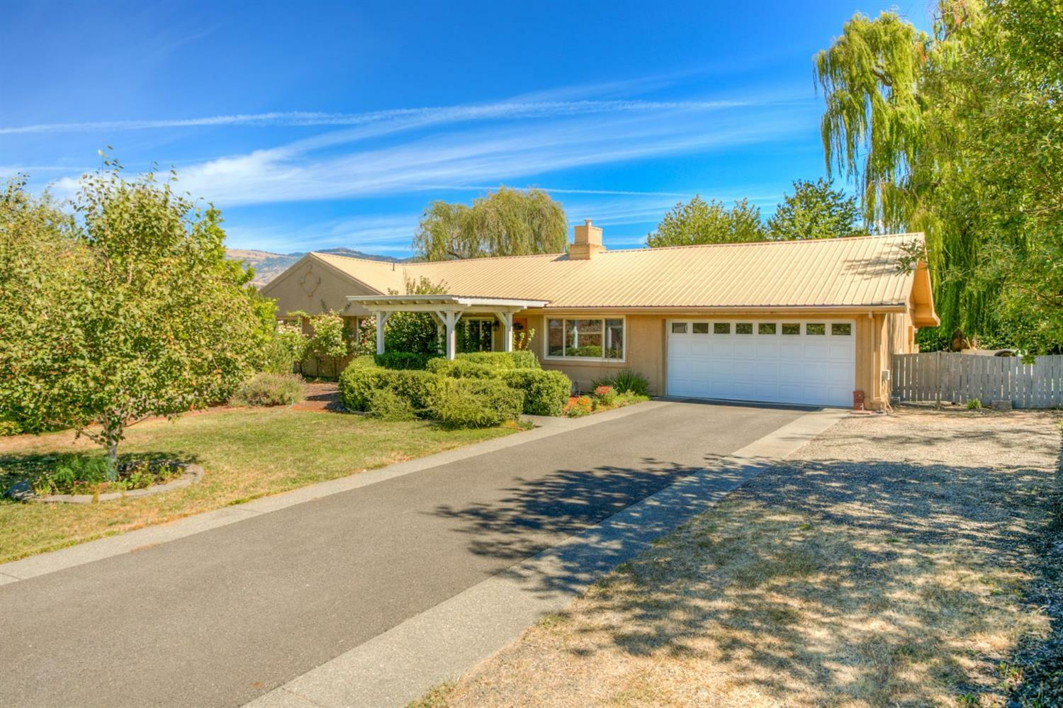 202 Meadow Slope Drive, Talent, OR - USA (photo 1)