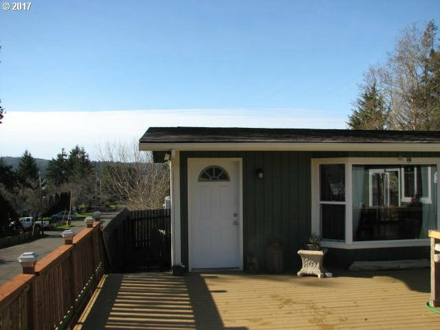 470 3rd Ct, Coos Bay, OR - USA (photo 1)