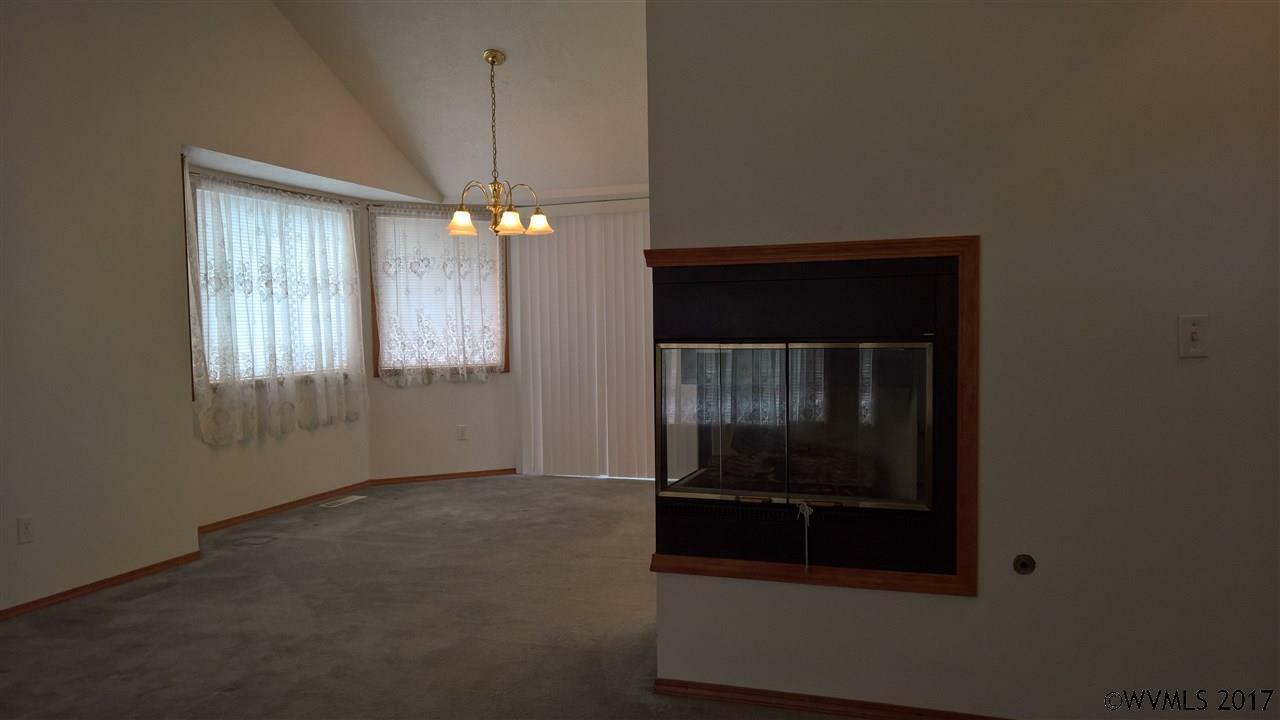636 S 11th St, Independence, OR - USA (photo 4)