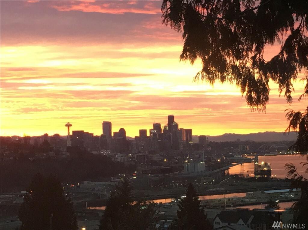 2621 W Boston St, Seattle, WA - USA (photo 1)