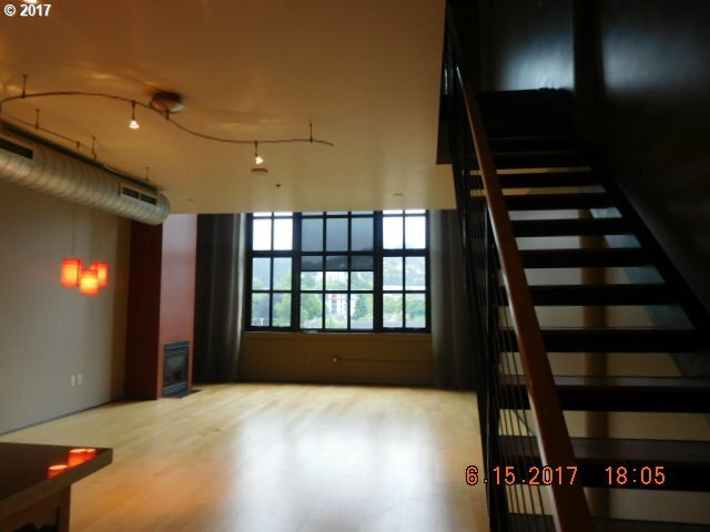 1400 Nw Irving St, Portland, OR - USA (photo 2)