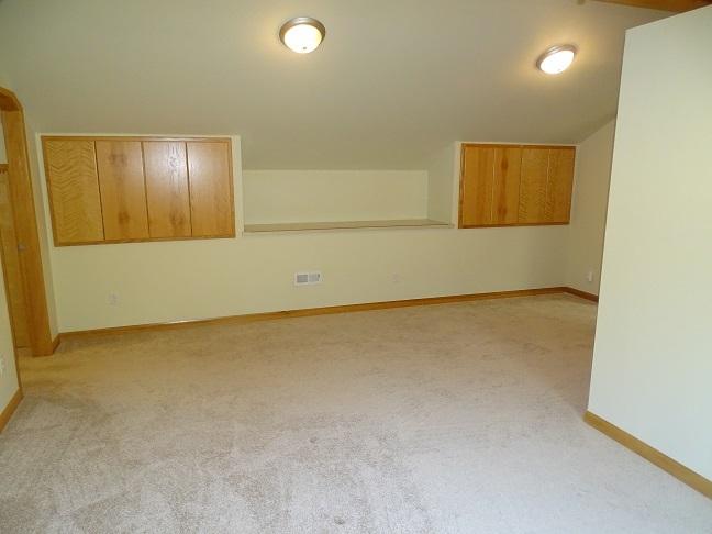 Upper level (photo 3)
