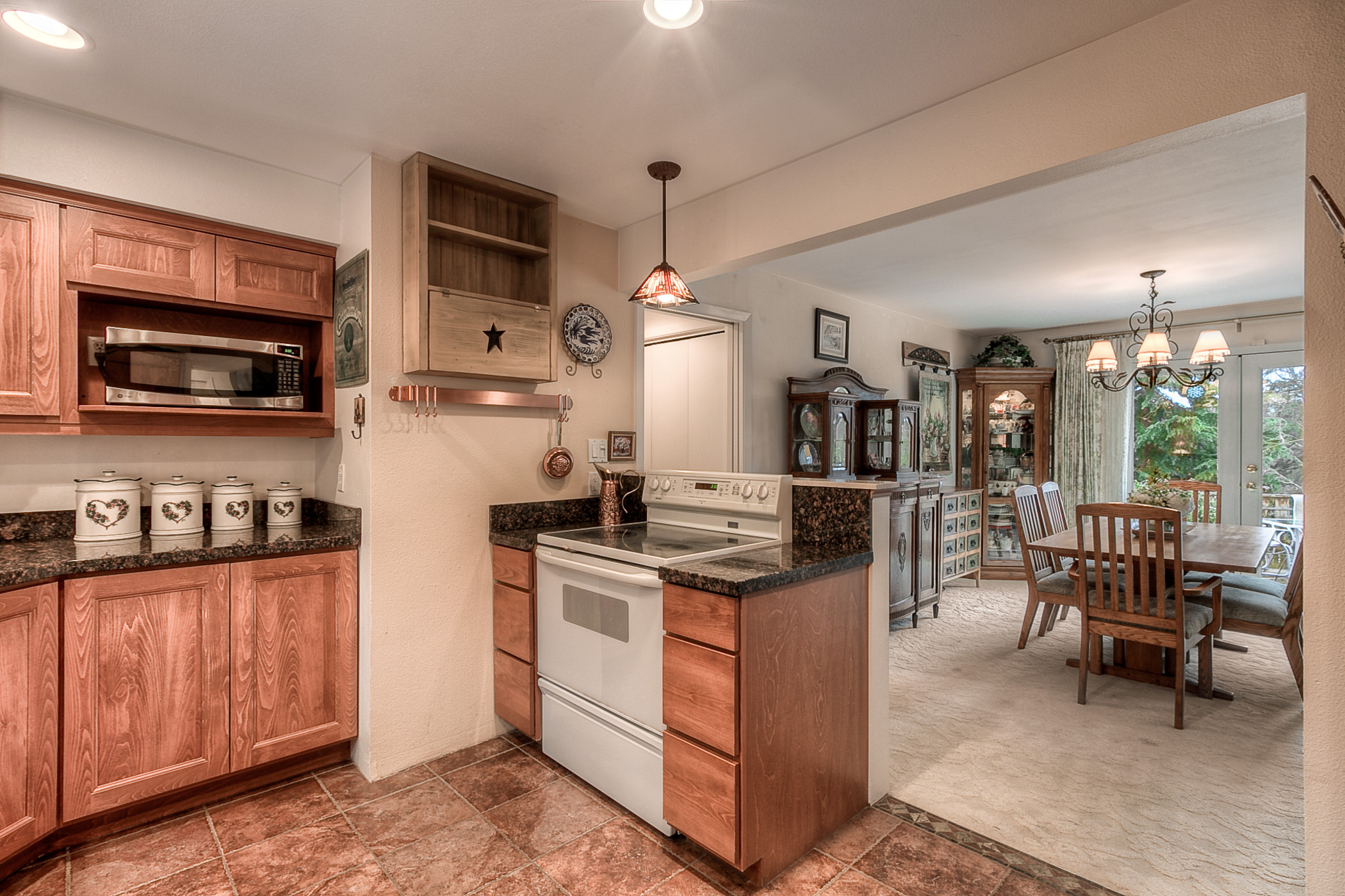 Kitchen & Dining (photo 5)